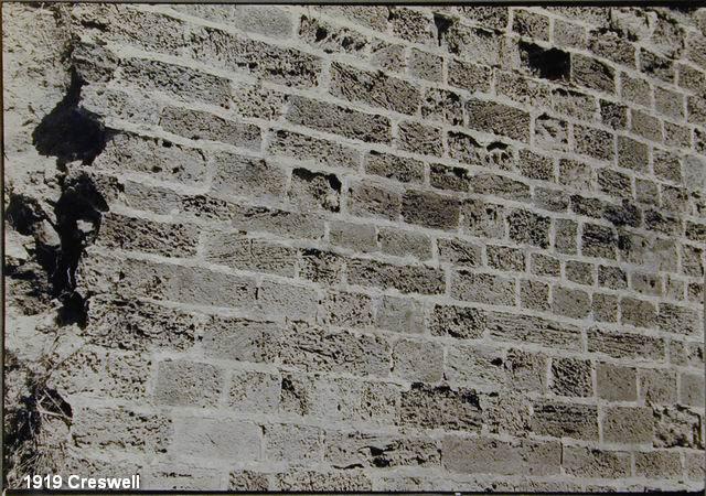 קיר לבנים באפולוניה